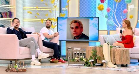 """Răzvan râde de se prăpădește de poza lui Dani Oțil din studenție: """"Şi-a lăsat barbă ca să nu se vadă bârnăul! Îi stătea nasul ca moţul la curcan"""""""