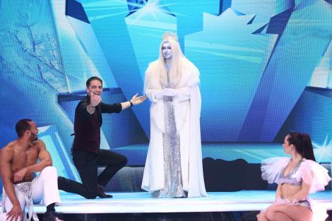 """Crăiasa Zăpezii i-a """"înghețat"""" pe toți cu o apariție magică! Tu ai fi ghicit ce artistă a purtat coroana cu atâta grație?"""