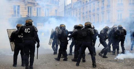 Soldaţii francezi ar putea deschide focul dacă vieţile lor sau ale civililor vor fi puse în pericol la protestele vestelor galbene