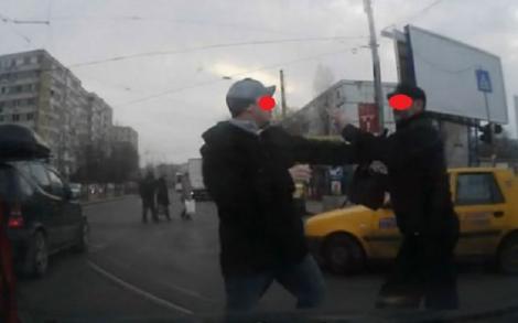 Poliția din Constanța cere ajutorul oamenilor. Șofer de autobuz, bătut de câțiva adolescenți până și-a pierdut cunoștința