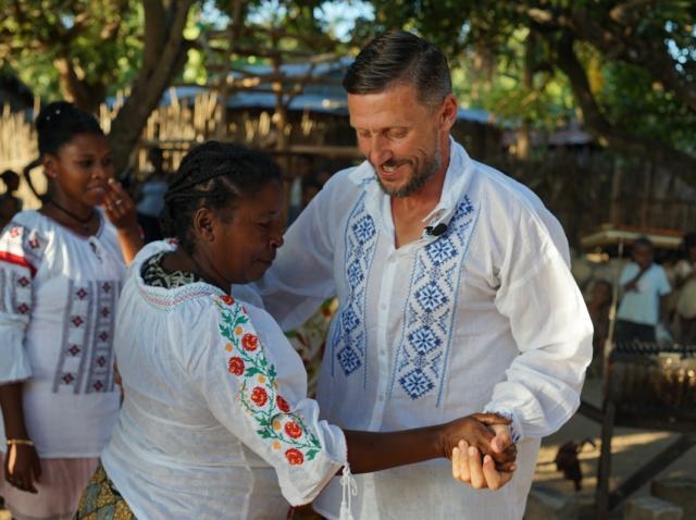 Petrecere românească pentru semifinaliștii din Ultimul Trib, în Madagascar