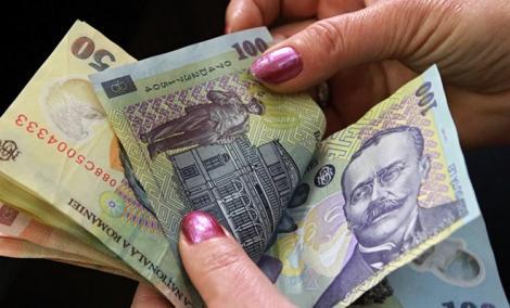 Scad ratele și creditele românilor, cu o condiție! Ce trebuie să faci, începând de joi