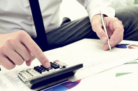 """Modificări OUG 114: Guvernul vrea să reducă taxa pe """"lăcomie"""" şi să introducă o nouă referinţă pentru creditele noi în lei"""