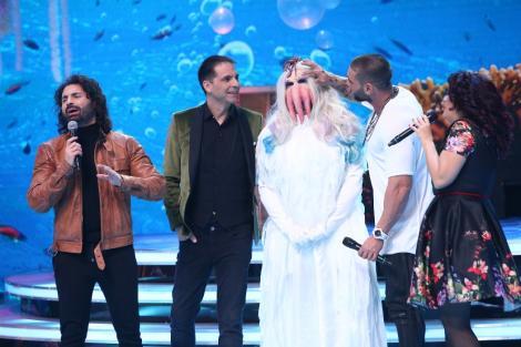 S-a transformat în Lady Gaga și a cântat în hamuri, deasupra scenei, deși îi e frică de înălțime