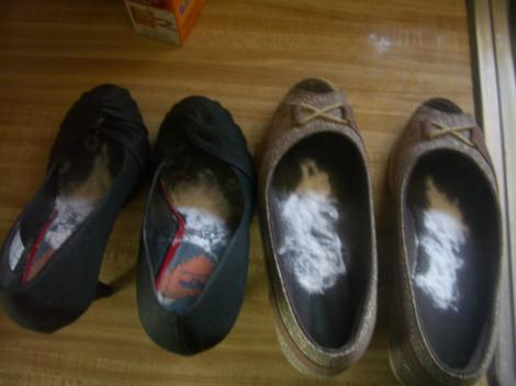 Pune bicarbonat de sodiu în pantofi și așteaptă câteva minute! Ce se întâmplă