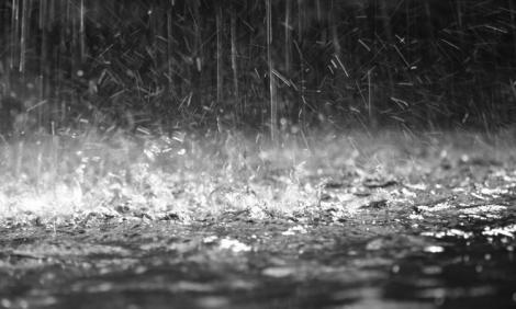 Avertizare meteo ANM - 4 zile de ploi și furtuni în România! Când se încălzește