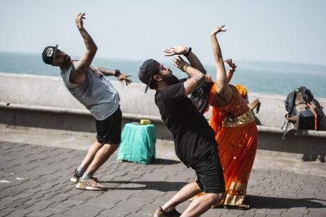 """Ja-le! Să aduni zece indieni pe care să-i înveți """"dansul de mireasă""""? Imposibil! Oase: """"Chemați preotul că aici rămânem!"""""""