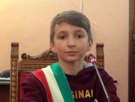 Incredibil! Un băiețel român de doar 12 ani a fost ales primar junior în Italia! În prezent se află pe prima pagină a ziarelor din străinătate