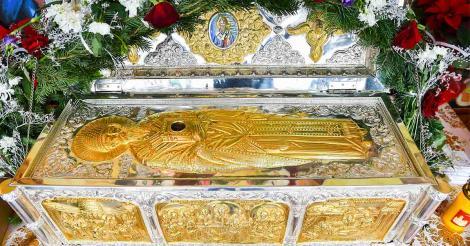 """Marile minuni pe care Sfântul Spiridon le-a înfăptuit: """"Ne-am trezit la 4 dimineaţa cu perna plină de sânge… nu se mai oprea"""""""