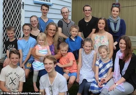 """Secretul unei femei cu 16 copii! Cum reușește să scape de haosul din casă: """"Dacă trăiești aici, trebuie să și muncești!"""""""