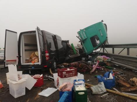 Accident cumplit pe Autostrada A2! A fost necesară intervenţia unui echipaj de descarcerare. Atenție, imagini tulburătoare! - Foto
