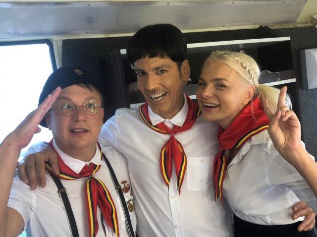 Ștefan Bănică și Marius Florea Vizante îmbracă din nou uniforma de pionier, în serialul de comedie Liber ca pasărea cerului