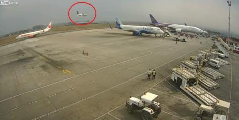 Video. Momentul în care un avion cu 70 de persoane la bord se prăbușește în timpul manevrelor de aterizare
