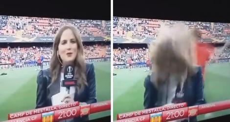 O jurnalistă a fost lovită în cap de o minge, în direct, înainte de meciul Valencia-Arsenal! S-a prăbușit în fața camerei - Video