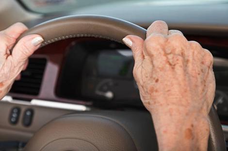 O bunică de 70 de ani din Harghita a fost prinsă beată la volan! Ce alcoolemie avea în aerul expirat