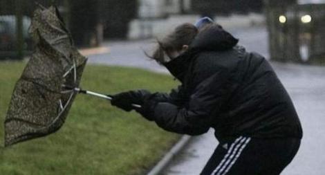 Alertă MAE pentru români. Au fost emise coduri portocaliu şi roşu de vânt