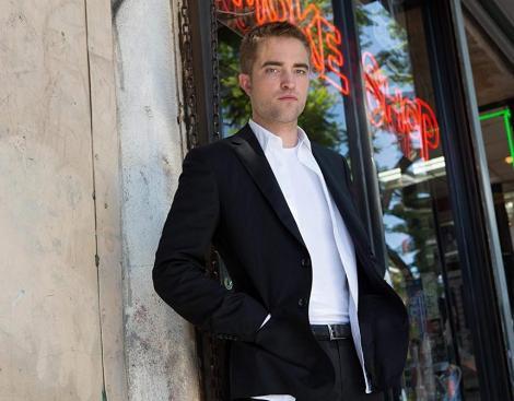 Actorul Robert Pattinson, în negocieri pentru rolul Batman din viitorul film Warner Bros.