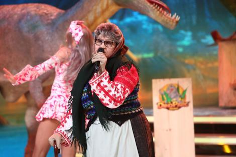 Meneaitoooo! Ce mai mișcări de dans pe bunica asta! Fiica unui fost premier a făcut spectacol! Ai fi ghicit vedeta?