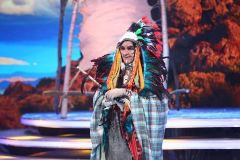 Un indian din Vestul Sălbatic a prins gustul muzicii lăutărești! O petrecere pe cinste s-a dat la Scena misterelor