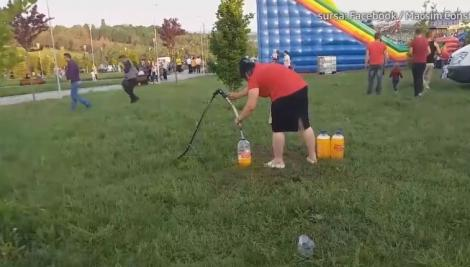 Inacceptabil! Sucuri preparate din apă de irigat și prafuri concentrate, vândute la un festival. VIDEO