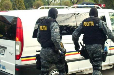 Peste treizeci de percheziţii în judeţele Prahova şi Argeş, la persoane suspectate de furturi din locuinţe şi societăţi comerciale