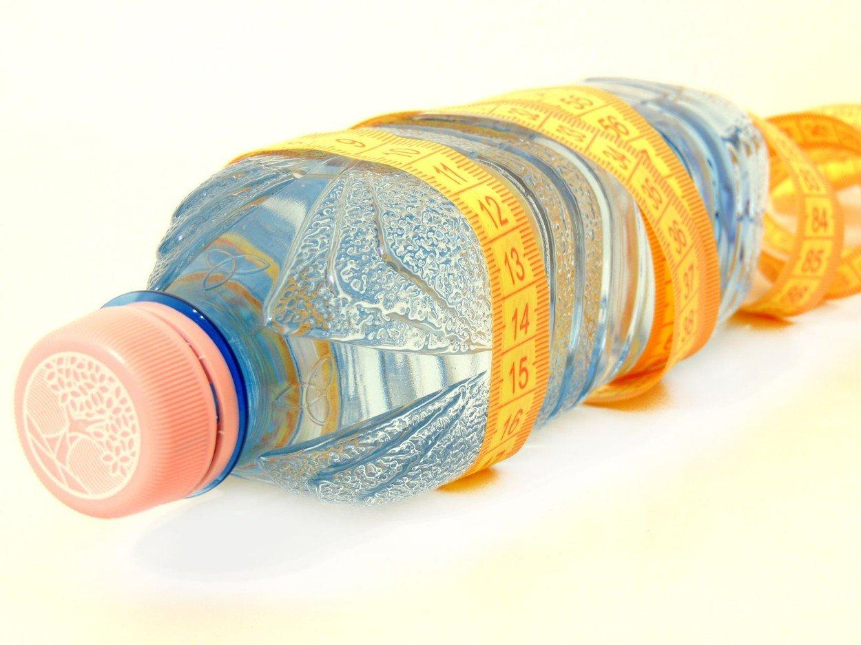 dieta cu apa calda dimineata