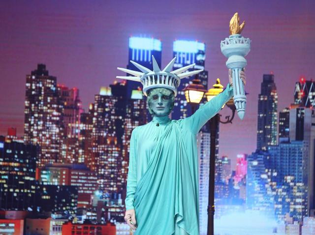 Statuia Libertății, ce sexy ești! Ce brunetă senzuală i-a păcălit pe toți la Scena misterelor?