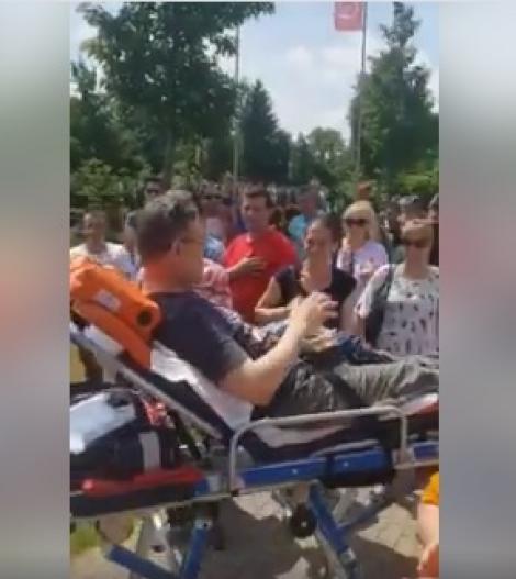 Un român din Germania a venit pe targă ca să voteze! Imagini incredibile de la secția de votare (VIDEO)