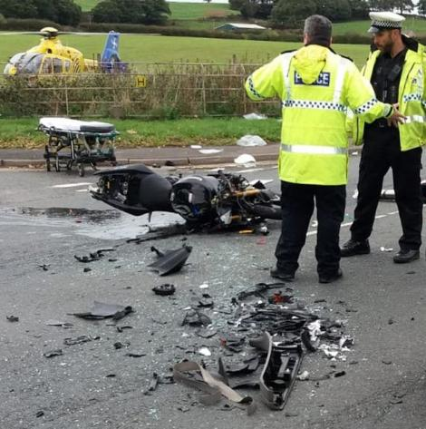 Operație pe cord deschis, la marginea străzii, pentru un motociclist!Atenție, imagini ce vă pot afecta emoțional!