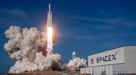 SpaceX a atras de la investitori o finanţare de peste 1 miliard de dolari în ultimele şase luni, pentru serviciul de internet Starlink