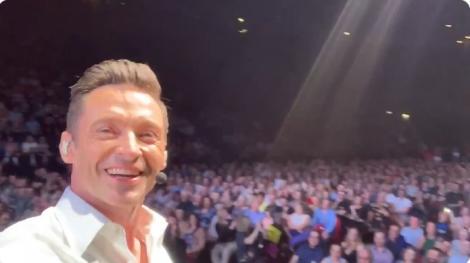 Video viral. ''Happy Birthday to You'', cântat de 50.000 de oameni, în fruncte cu actorul Hugh Jackman