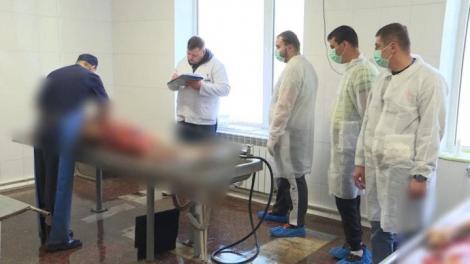Şoferii din Chișinău, prinşi băuți la volan, spală cadavre şi participă la autopsie pentru a-și recupera permisul