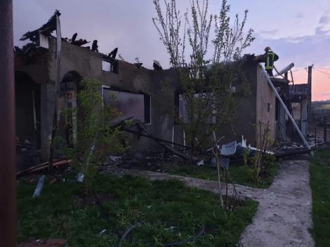 Botoşani: Un bărbat este cercetat de poliţişti după ce şi-a agresat soţia, iar apoi a dat foc casei