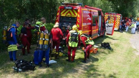 Cel puţin trei morţi, între care o fetiță de șase ani, după ce o barcă pneumatică s-a răsturnat în Rin! Printre victime sunt și români