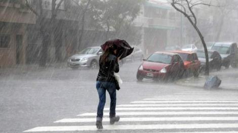 Vremea în București azi. Alertă meteo ploi torențiale, descărcări electrice