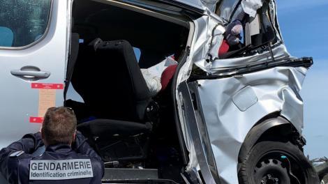 Trei români morți pe o șosea din Franța. Un camion a spulberat mașina în care se aflau
