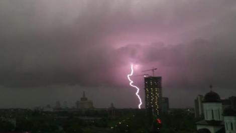 Vremea București azi. Alertă meteo averse și descărcări electrice