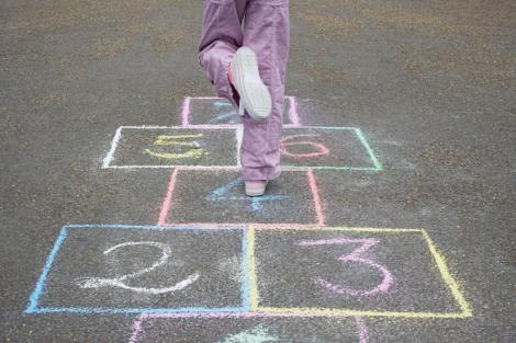 Jocurile copilăriei. Top 5 cele mai vechi, dar interesante, jocuri în aer liber