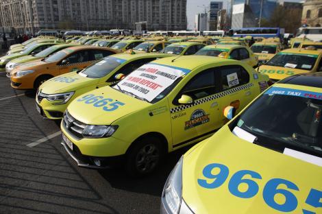 Aproape 300 de taximetrişti protestează în Piaţa Constituţiei. Protestul, autorizat până la ora 15.00