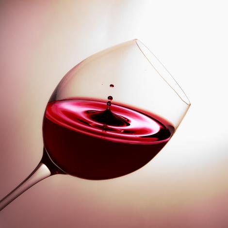 Ce beneficii are vinul roșu?