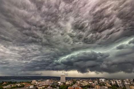 Furtunile vor lovi România din nou! Zonele afectate, în următoarele zile
