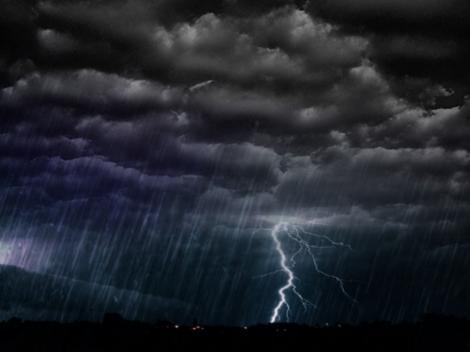 Alertă meteo cod portocaliu în opt județe! ANM - vin ploi torențiale și grindină!