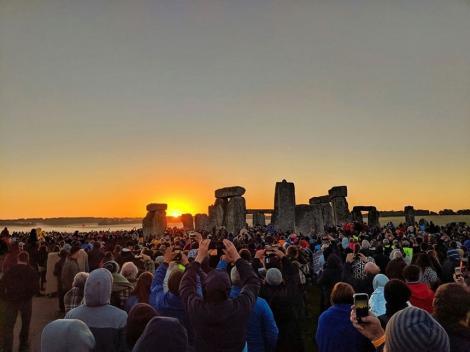 Solstiţiul de vară la Stonehenge: Mii de oameni s-au adunat să celebreze răsăritul - FOTO/ VIDEO