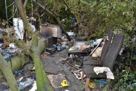 Un român a murit, iar un altul e în comă, în spital, după ce cortul lor a fost incendiat, în Londra! Poliția a lansat apel pentru identificarea lor