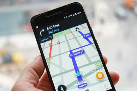 Aplicația Waze poate fi folosită acum prin comenzi vocale adresate lui Google Assistant