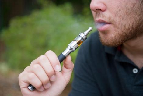 Agenţia de Sănătate Publică din Franţa: Ţigările electronice reprezintă un ajutor pentru renunţarea la fumat