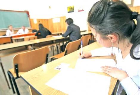 BACALAUREAT 2019: Doi elevi, eliminați de la prima probă, după au fost prinşi cu telefonul mobil la ei