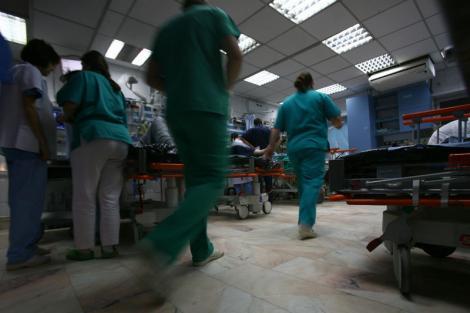 """Medic chirurg de la stat, filmat în timp ce promite că returnează șpaga primită pentru o operație: """"Mi-aţi dat 100 de euro? Vă dau, nicio problemă."""""""