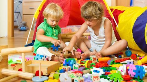 Jocurile stimulează inteligența copiilor. Ce jucarii recomandă specialiștii, în funcție de vârstă