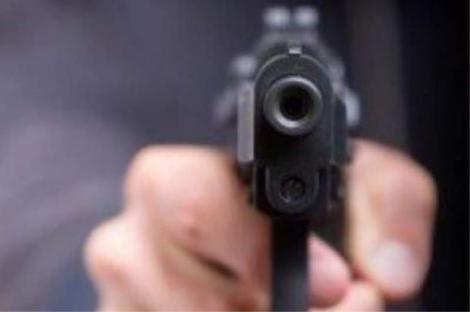 Focuri de armă în Voluntari! Trei persoane au fost împușcate de un bărbat